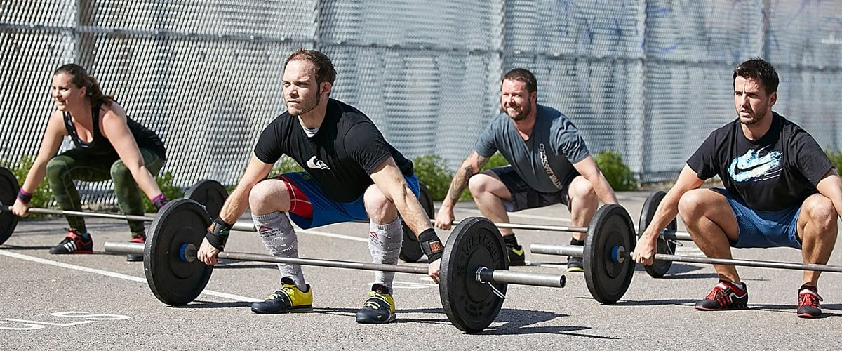 CrossFit Vauxhall people deadlifting