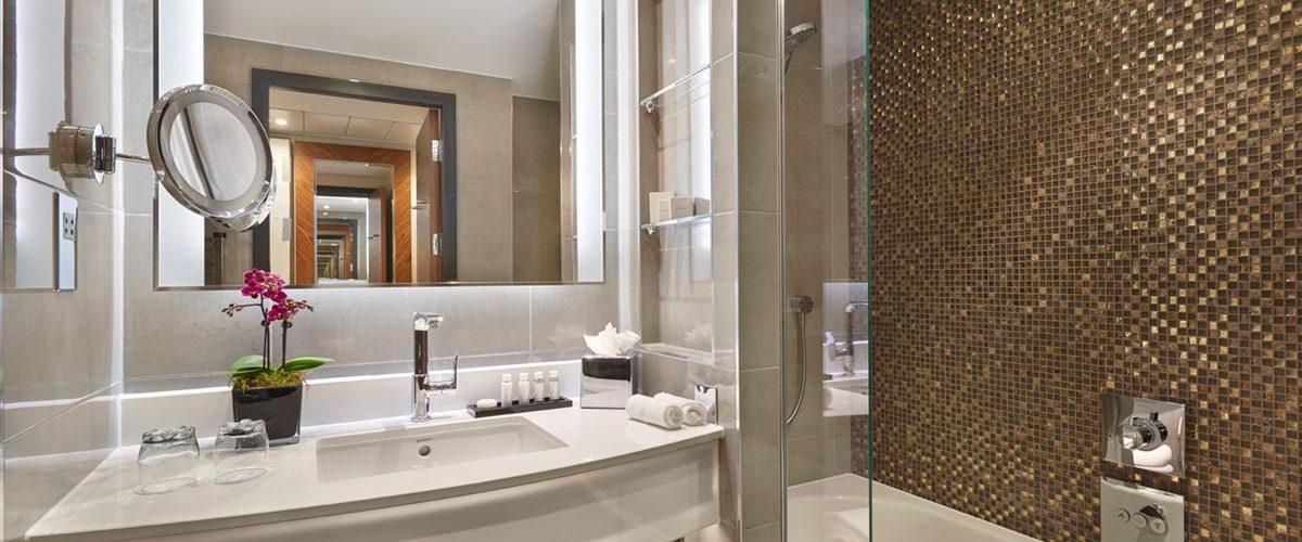 Crowne Plaza hotel Vauxhall en suite shower