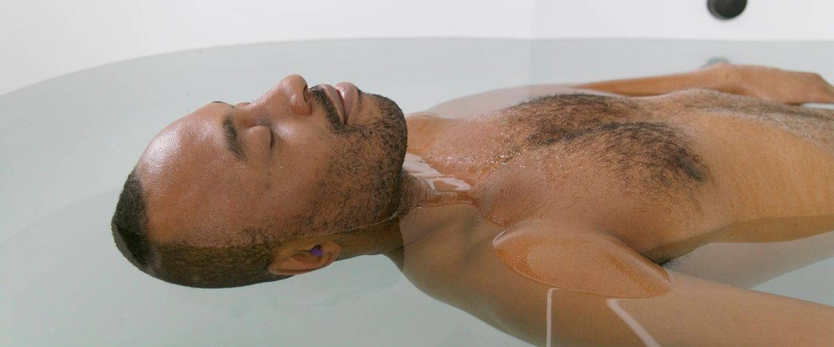 Man enjoying a relaxing bath at floatworks