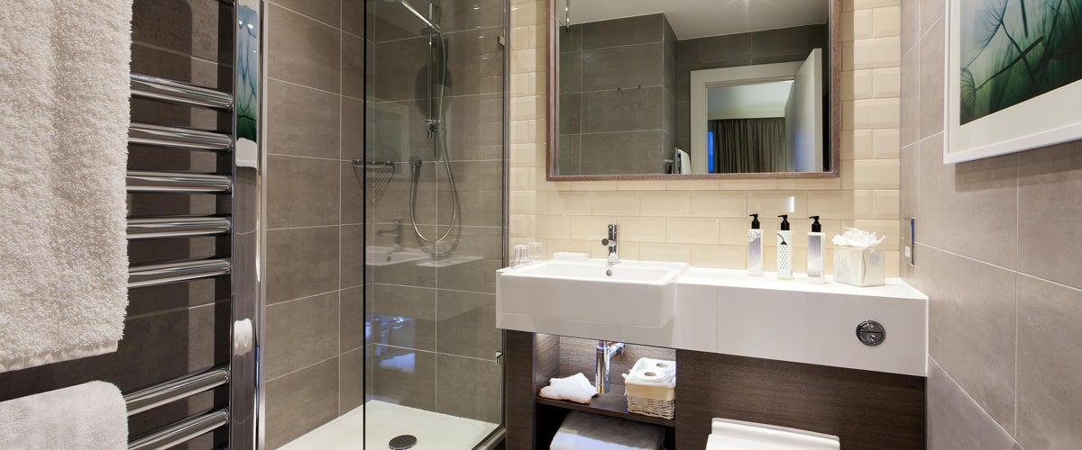 Staybridge Suites Vauxhall hotel ensuite bathroom